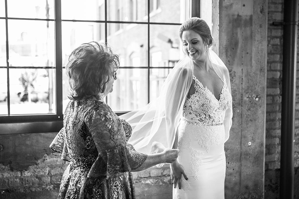 bride ad mom