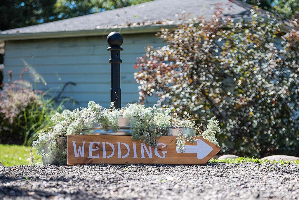 Real Fall Wedding at Williams Tree Farm in Rockton Illinois (6)