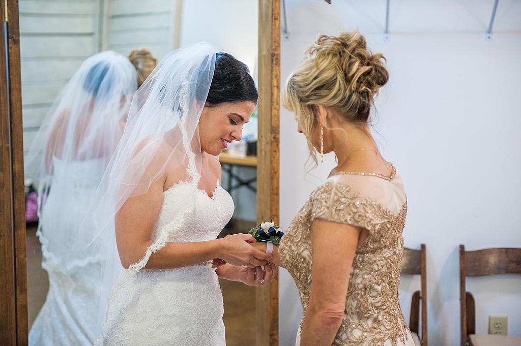 Real Fall Wedding at Williams Tree Farm in Rockton Illinois (22)