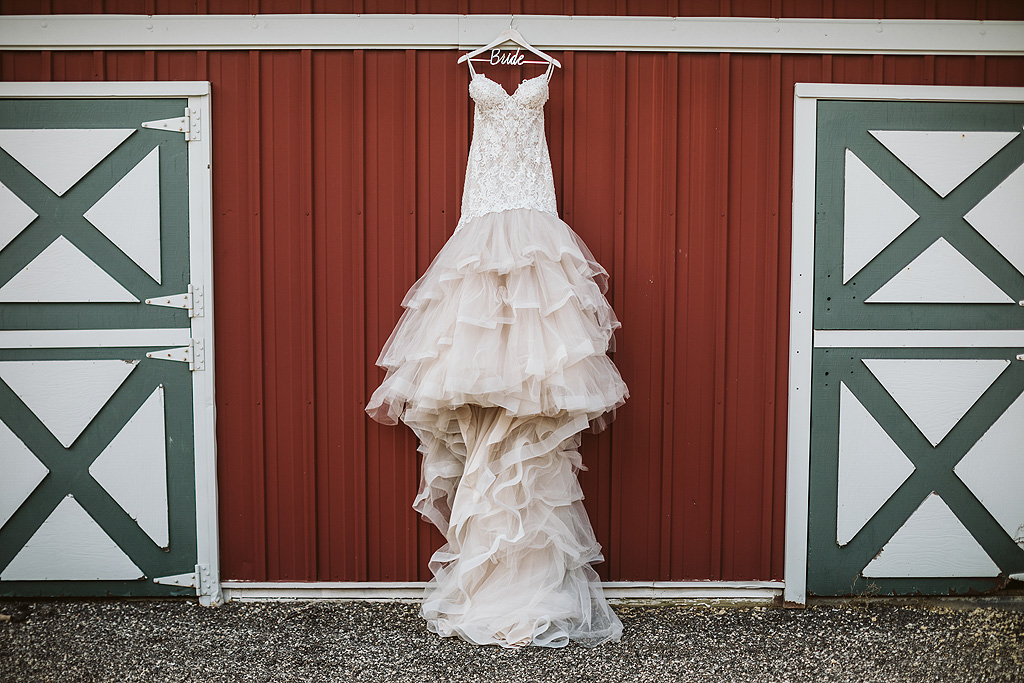 rustic summer wedding at the pavilion at orchard ridge farms in rockton il