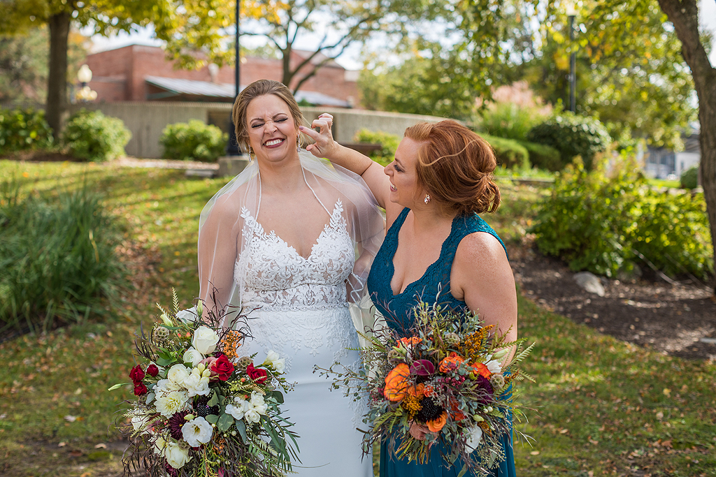 bride and sister being silly