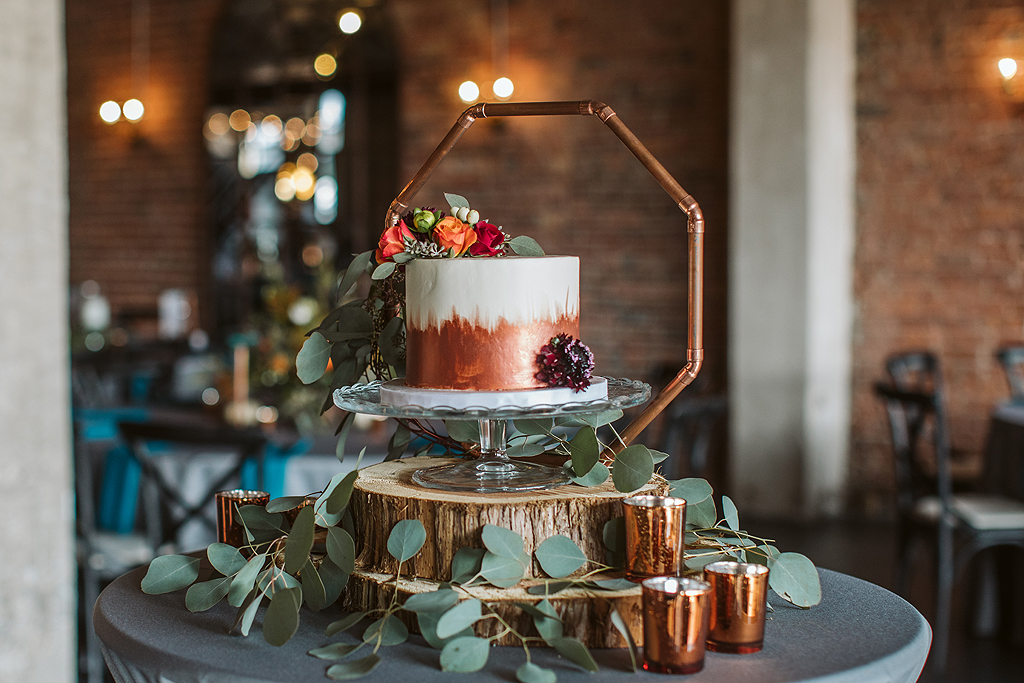 copper details with wedding cake