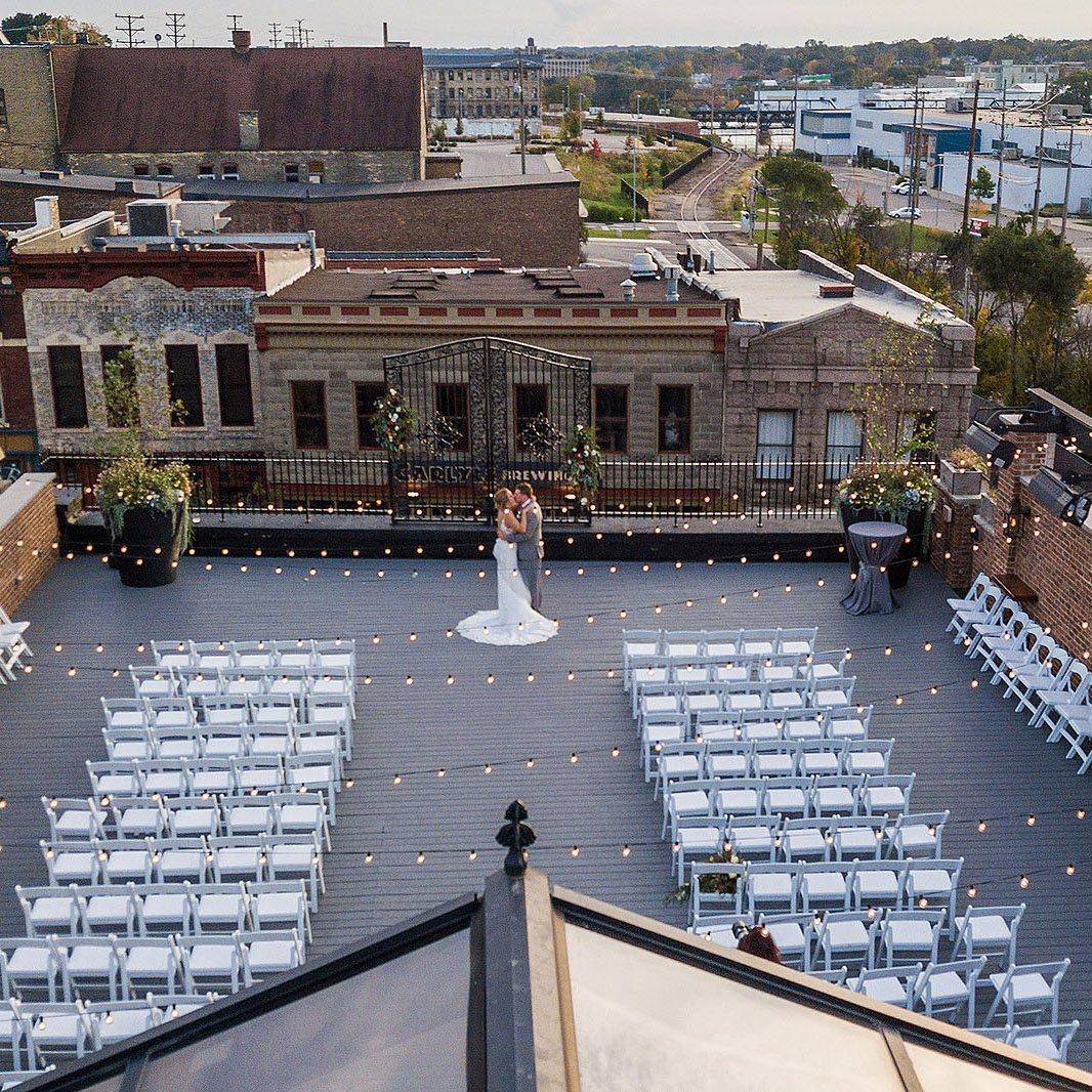 wedding couple on the rooftop of the standard in rockford illinois
