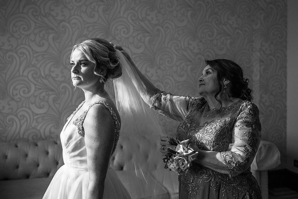 bride's mother putting her veil in
