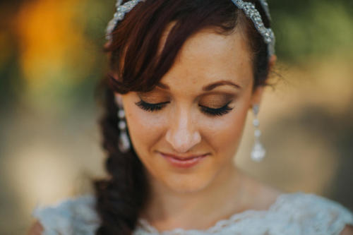 bride and her earrings