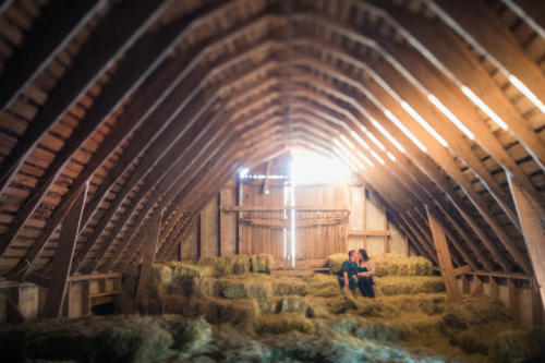 ENGAGEMENT PHOTOGRAPHY SESSION in an old barn